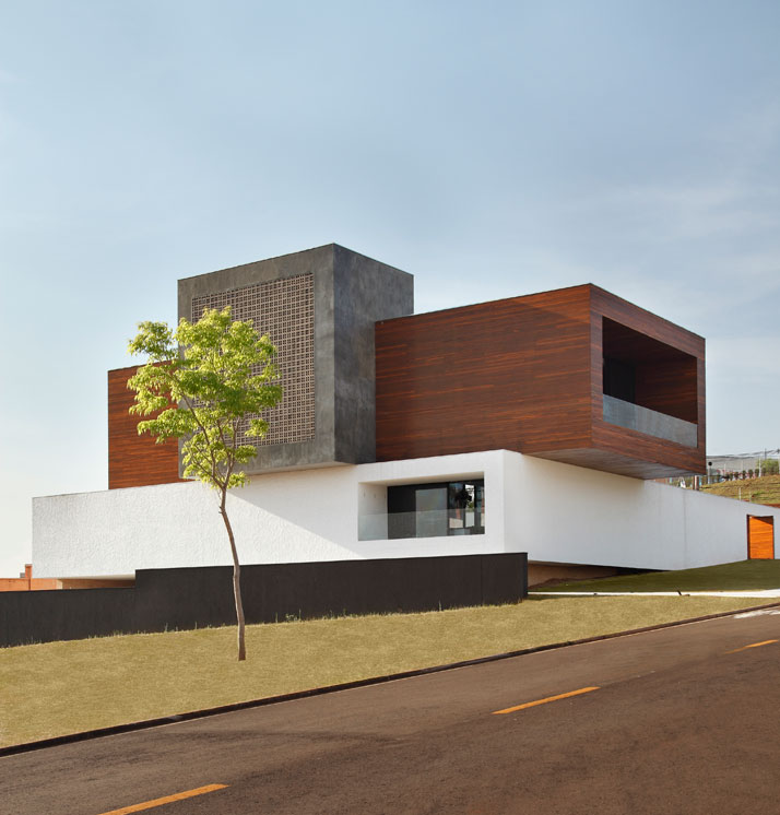 LA-HOUSE-by-Studio-Guilherme-Torres-photo-Denilson-Machado-yatzer-8