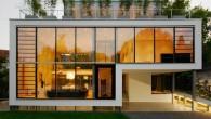 House -R บ้าน Modern สุดหรูที่มาพร้อมกับสระว่ายน้ำใต้ติน ด้วยการเปิดเพดานโล่งทำให้สามารถมองเห็นทุกชั้นได้โดยรอบพร้อมกับบานหน้าต่างขนาดใหญ่และ 80 % ของวัสดุตกแต่งทำด้วยกระจกและเน้นสีขาวเป็นหลังทำให้ House - R  มีความโปร่งมากอีกทั้งยังมีสระว่ายน้ำให้ดินที่ให้ตอบโจทย์ความหรูหราได้อย่างไม่ต้องสงสัย