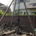 เสาเข็มที่ใช้สำหรับบ้านที่ต้องการต่อเติม : เสาเข็มเจาะ     สำหรับเพื่อนเพื่อนที่ต้องการจะต่อเติมบ้านแต่มีพื้นที่จำกัดและติดกับบ้านข้างเคียงและต้องการการต่อเติม โครงสร้างมากกว่า 1 ชั้นจำเป็นจะต้องใช้เสาเข็มที่มีความสามารถในการรับน้ำหนักได้มากพอสมควร  แต่ในการต่อเติมมักพบปัญหาในการทำเสาเข็มหากใช้เข็มตอกและทำให้เกินแรงสะเทือนมากและทำให้บ้านข้างเคียงเกิดความเสียหายขึ้นมาได้ดังนั้น วิธีแก้ปัญหาที่ดีที่สุดก็คือการใช้เข็มที่ทำให้เกิดแรงสั่นสะเทือนน้อย